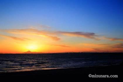 夕焼け 富士山 東京スカイツリー 検見川の浜