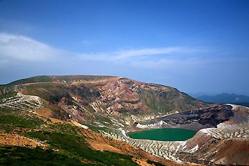 刈田岳から熊野岳、お釜を望む