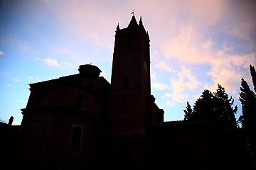 暮れ行く修道院