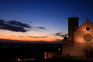 夕暮れのサン・フランチェスコ聖堂