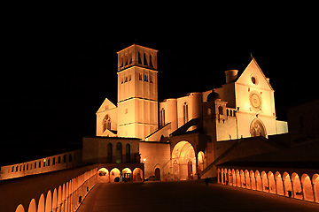 闇に浮かぶサン・フランチェスコ聖堂